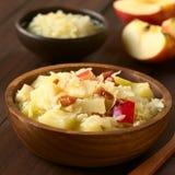 Πατάτα, Sauerkraut και σαλάτα της Apple με το μπέϊκον Στοκ εικόνες με δικαίωμα ελεύθερης χρήσης
