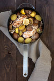 Πατάτες και κοτόπουλο Στοκ εικόνα με δικαίωμα ελεύθερης χρήσης