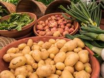 Πατάτες και πράσα στην αγορά αγροτών Corvallis, Όρεγκον στοκ φωτογραφία