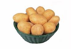 πατάτες καλαθιών ακατέργ&al Στοκ φωτογραφία με δικαίωμα ελεύθερης χρήσης