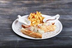 Πατάτες με τη σάλτσα Στοκ φωτογραφία με δικαίωμα ελεύθερης χρήσης