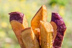 Πατάτες που τηγανίζονται Στοκ Φωτογραφίες