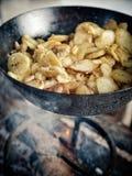 πατάτες που ψήνονται στοκ φωτογραφία