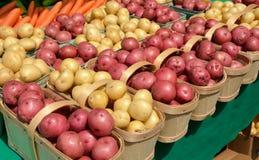 Πατάτες στην αγορά αγροτών Στοκ Εικόνα