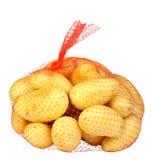 Πατάτες στην κόκκινη τσάντα σειράς Στοκ εικόνες με δικαίωμα ελεύθερης χρήσης