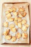 πατάτες φούρνων που ψήνοντ&al στοκ εικόνες με δικαίωμα ελεύθερης χρήσης