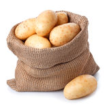 Πατάτες burlap στην τσάντα που απομονώνεται στο λευκό Στοκ εικόνα με δικαίωμα ελεύθερης χρήσης