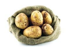 Πατάτες burlap στο σάκο Στοκ Φωτογραφία