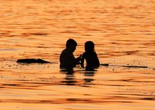 πατέρας κορών Στοκ φωτογραφίες με δικαίωμα ελεύθερης χρήσης