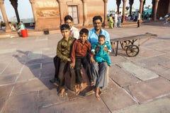 Πατέρας με τα υπόλοιπα παιδιών του επάνω Στοκ Εικόνες