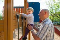 πατέρας μωρών λίγα στοκ φωτογραφία με δικαίωμα ελεύθερης χρήσης