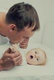 πατέρας μωρών Στοκ εικόνες με δικαίωμα ελεύθερης χρήσης