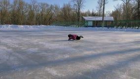 Πατινάζ οικογενειακού πάγου απόθεμα βίντεο