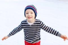 Πατινάζ πάγου παιδιών Στοκ εικόνα με δικαίωμα ελεύθερης χρήσης