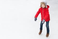 Πατινάζ πάγου παιδιών Στοκ φωτογραφία με δικαίωμα ελεύθερης χρήσης