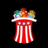 Πατριωτικός Άγιος Βασίλης ΚΑΠ με τα δώρα Θείος Σαμ χειμερινών καπέλων για το γ Στοκ φωτογραφίες με δικαίωμα ελεύθερης χρήσης