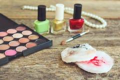 Πατσαβούρες βαμβακιού για να καθαρίσει το πρόσωπο με τα υπόλοιπα του makeup Στοκ φωτογραφίες με δικαίωμα ελεύθερης χρήσης