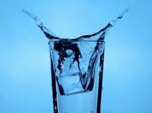 Παφλασμός κύβων πάγου Στοκ φωτογραφίες με δικαίωμα ελεύθερης χρήσης