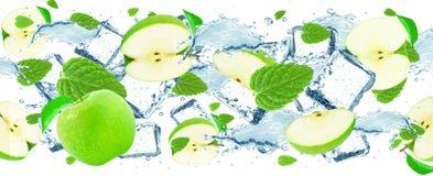 παφλασμός νερού μήλων και μεντών Στοκ Εικόνα