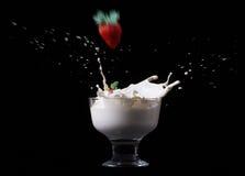 Παφλασμός φραουλών στοκ φωτογραφία με δικαίωμα ελεύθερης χρήσης