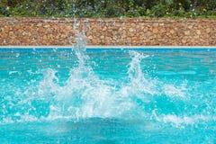 Παφλασμοί νερού στην πισίνα Στοκ φωτογραφία με δικαίωμα ελεύθερης χρήσης