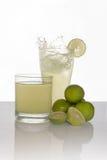 Παφλασμός λεμονάδας στο άσπρο υπόβαθρο Στοκ Εικόνες