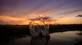 Παφλασμός ηλιοβασιλέματος Στοκ εικόνες με δικαίωμα ελεύθερης χρήσης
