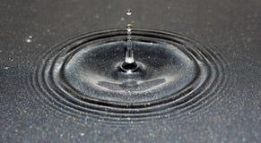 Παφλασμός νερού σε ένα τηγάνι Στοκ Εικόνες