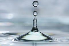 Παφλασμός πτώσης νερού στοκ εικόνα