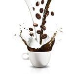 παφλασμός φλυτζανιών καφέ στοκ φωτογραφία