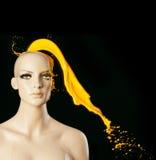 Παφλασμός χρωμάτων στο κεφάλι manekin Στοκ Φωτογραφία