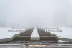 Παχιά ομίχλη στην πόλη Cheboksary, Chuvash Δημοκρατία, Ρωσία 03/26/2016 Στοκ φωτογραφία με δικαίωμα ελεύθερης χρήσης