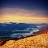Παχιά ομίχλη στο πέρασμα Goulet βουνών Γεωργία, Svaneti Ευρώπη Στοκ εικόνες με δικαίωμα ελεύθερης χρήσης