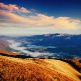 Παχιά ομίχλη στο πέρασμα Goulet βουνών Γεωργία, Svaneti Ευρώπη Στοκ Εικόνα