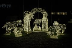 Παχνί Χριστουγέννων από την αλυσίδα φωτισμού Στοκ φωτογραφία με δικαίωμα ελεύθερης χρήσης