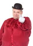 Παχύσαρκο άτομο σε ένα κόκκινο καπέλο κοστουμιών και σφαιριστών Στοκ Φωτογραφίες