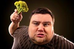 Παχύ άτομο διατροφής που τρώει τα υγιή τρόφιμα Υγιές πρόγευμα με τα λαχανικά Στοκ Εικόνα