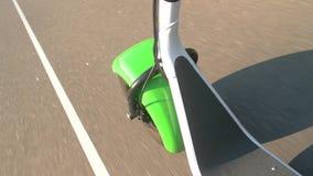 Παχύ μηχανικό δίκυκλο ροδών στην κίνηση απόθεμα βίντεο