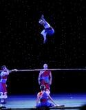 Παχύ ραβδί acrobatics-άλματος Στοκ Φωτογραφία