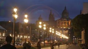 Παλάου Nacional στη Βαρκελώνη με τους ηλεκτρικούς φακούς, Ισπανία απόθεμα βίντεο