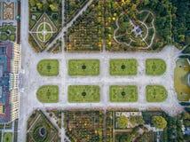Παλάτι και κήπος Schonbrunn στη Βιέννη με τη διακόσμηση πάρκων και λουλουδιών Αντικείμενο επίσκεψης στη Βιέννη, Αυστρία στοκ εικόνες με δικαίωμα ελεύθερης χρήσης
