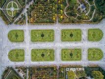 Παλάτι και κήπος Schonbrunn στη Βιέννη με τη διακόσμηση πάρκων και λουλουδιών Αντικείμενο επίσκεψης στη Βιέννη, Αυστρία στοκ εικόνα