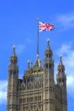 Παλάτι Λονδίνο του Γουέστμινστερ σημαιών ένωσης πύργων Βικτώριας Στοκ εικόνες με δικαίωμα ελεύθερης χρήσης