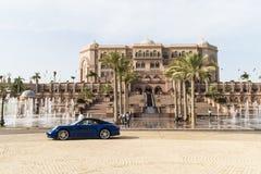 παλάτι νύχτας εμιράτων του Αμπού Νταμπί στοκ εικόνες