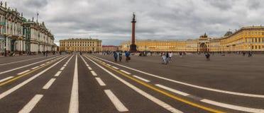 παλάτι Πετρούπολη τετραγωνικό ST Στοκ Φωτογραφία