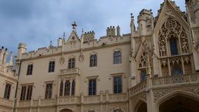 Παλάτι - πύργος Lednice και κήπος πύργων Castle Lednice, παγκόσμια κληρονομιά της ΟΥΝΕΣΚΟ στη νότια Μοραβία 4K απόθεμα βίντεο