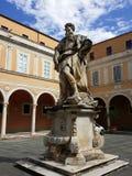 Παλάτι του Αρχιεπισκόπου της Πίζας με το άγαλμα του Μωυσή στοκ εικόνες