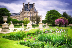 Παλάτι του Λούβρου και κήπος Tuileries Γαλλία Παρίσι Στοκ εικόνα με δικαίωμα ελεύθερης χρήσης