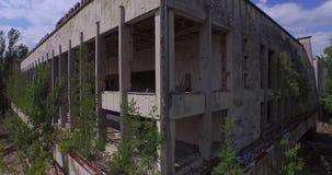 Παλάτι του πολιτισμού Energetik στην πόλη Pripyat κοντά στο Τσέρνομπιλ (εναέριο) απόθεμα βίντεο