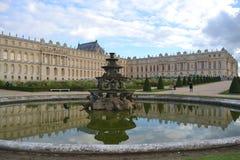 Παλάτι των Βερσαλλιών και μέρος του κήπου Στοκ Φωτογραφία